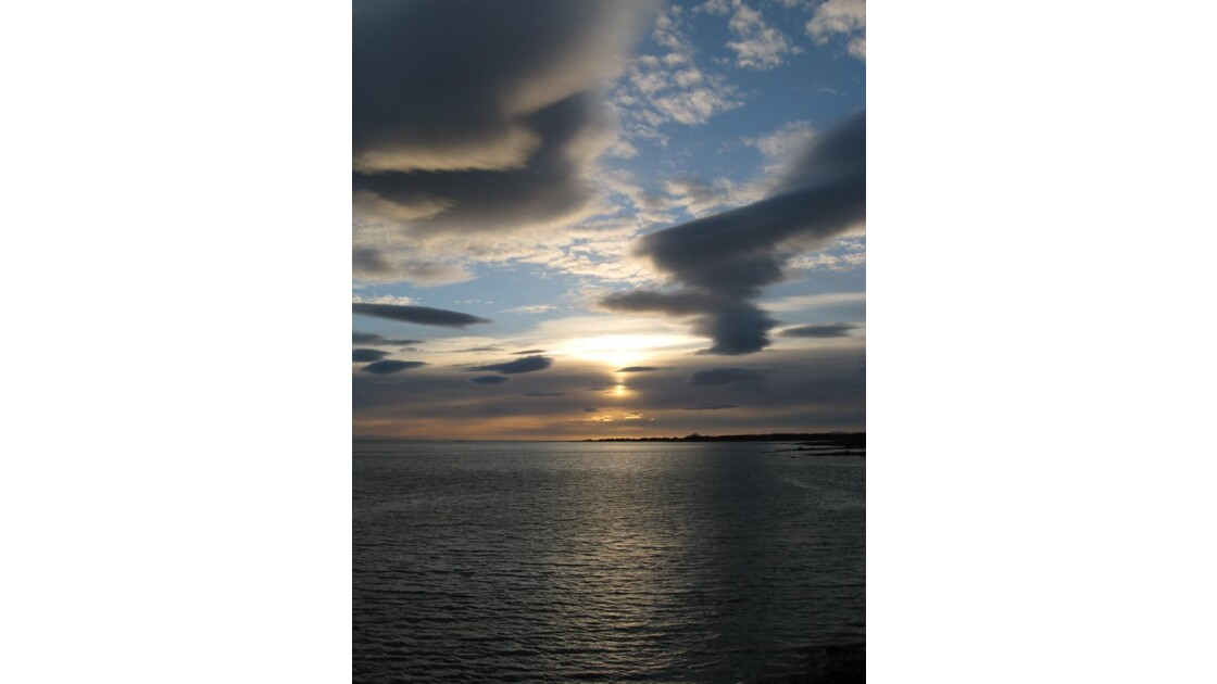 Les îles Lofoten au soleil de minuit