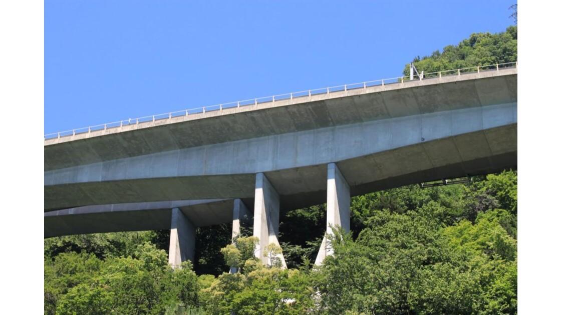 Pont_d_autoroute.JPG