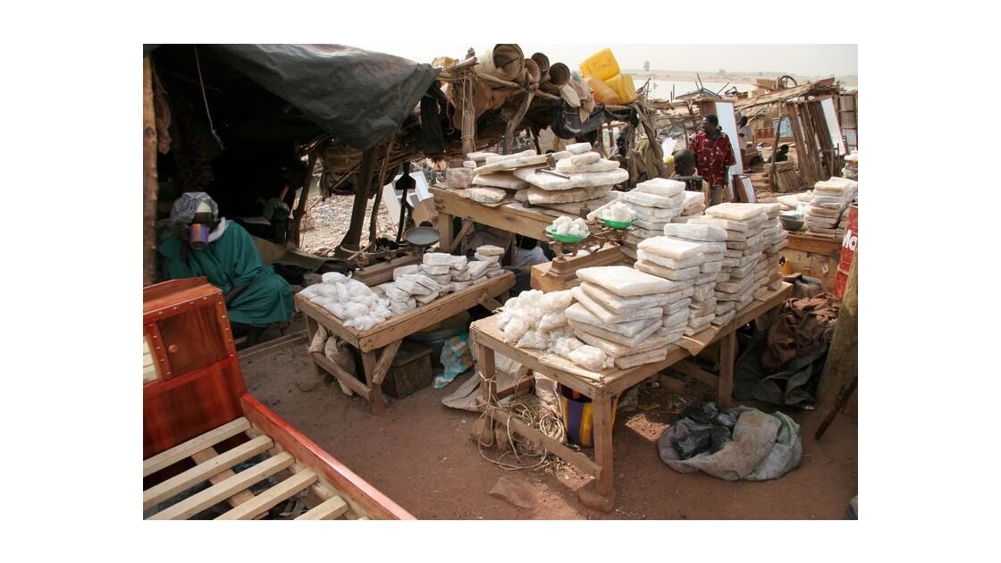 Mopti - le marché - pains de sel