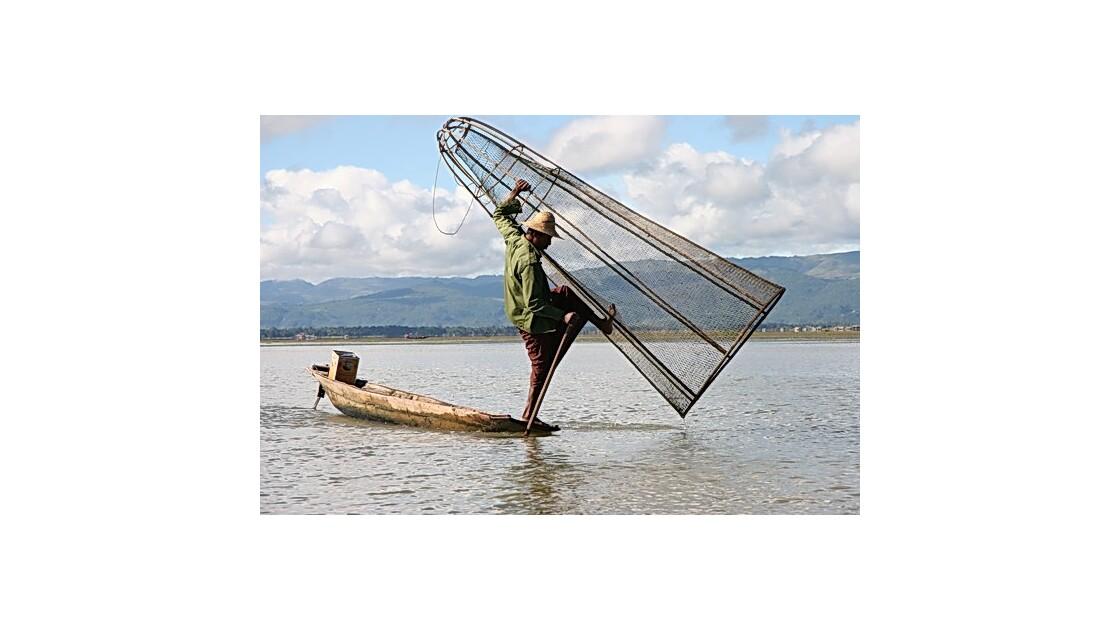 Birmanie - Lac Inlé - pêcheur à la nasse