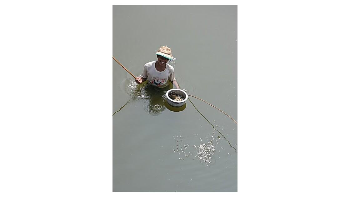 Birmanie - LacTaugthaman - pêcheur