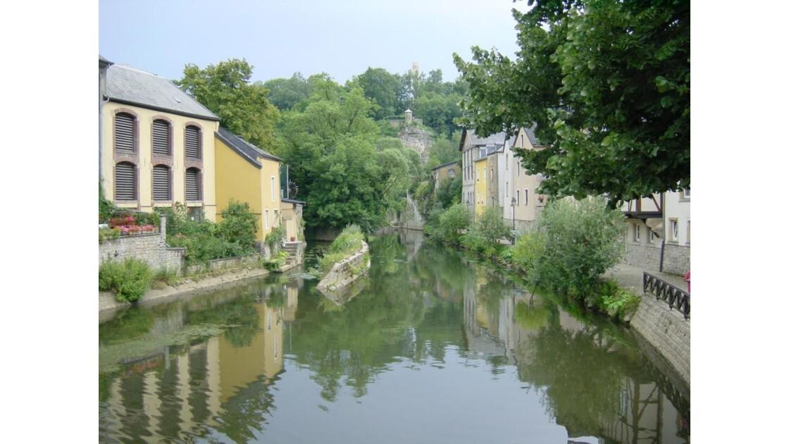 Luxembourg_Grund_Vall_e_de_l_Alzette3.J