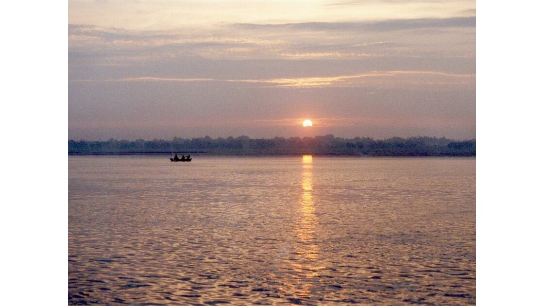 Lever de soleil sur le Gange