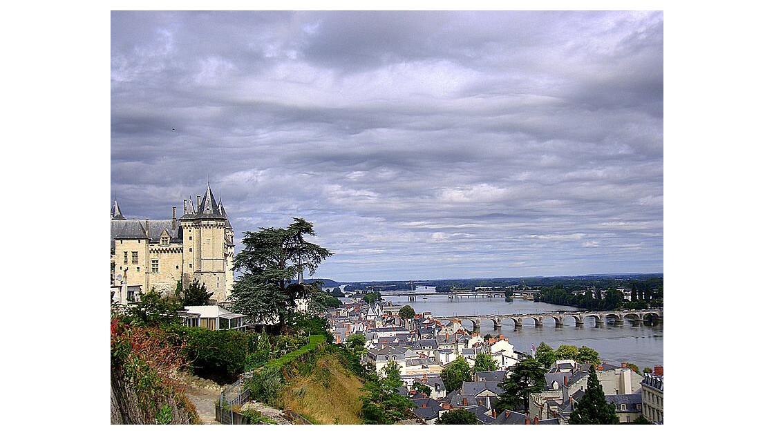 Saumur : château et pont sur la Loire