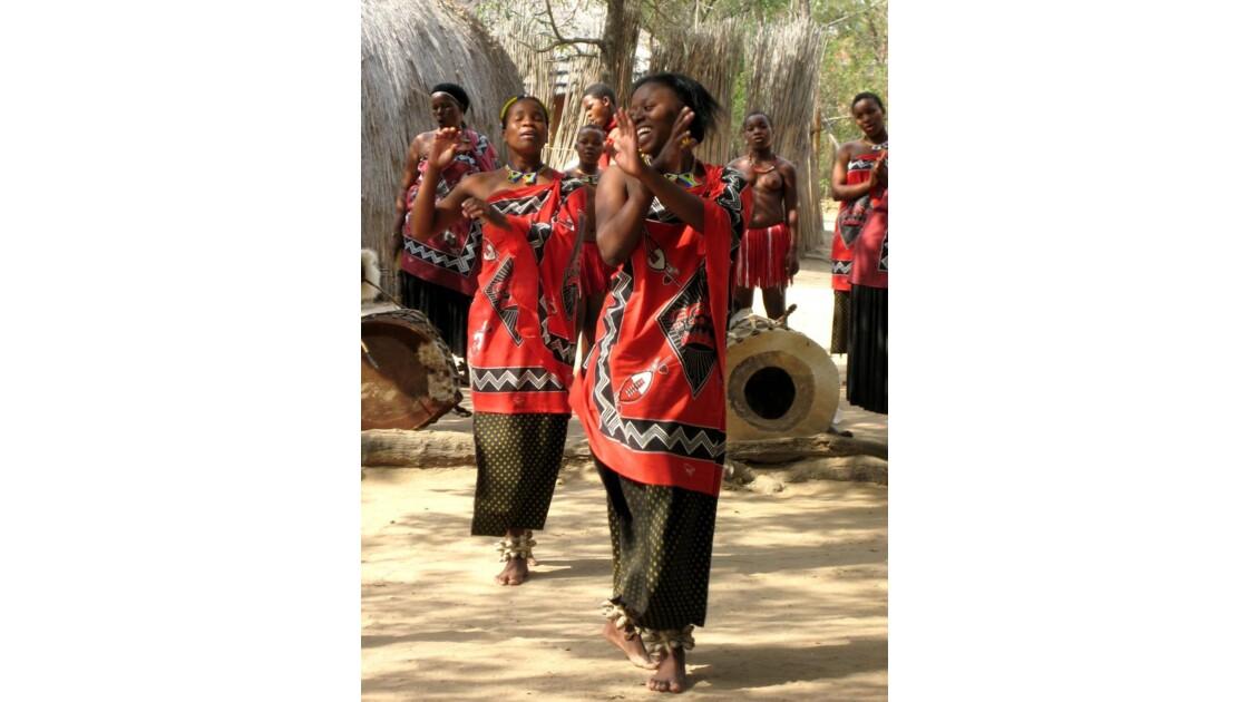 Démonstration de danse Swazi.JPG