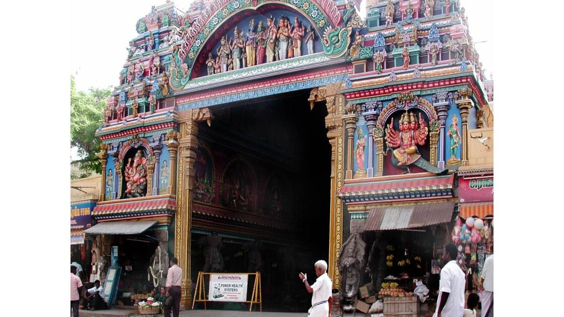 entrée temple Thiru Chogur