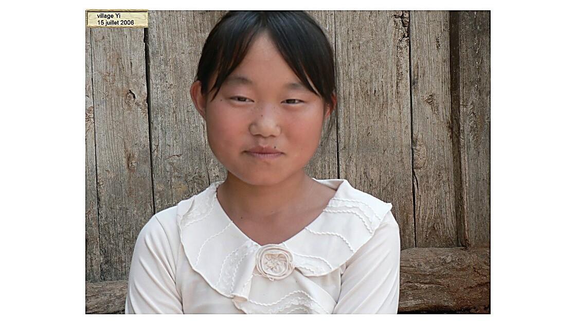 fillette Yi 2.jpg
