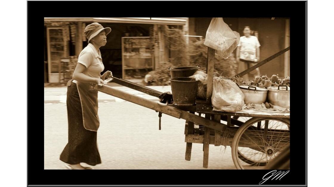 Marchande ambulante Vang Vieng