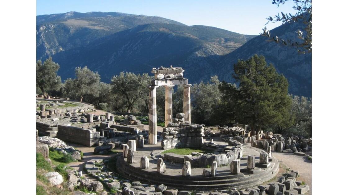 temple d'athena a delphes.jpg