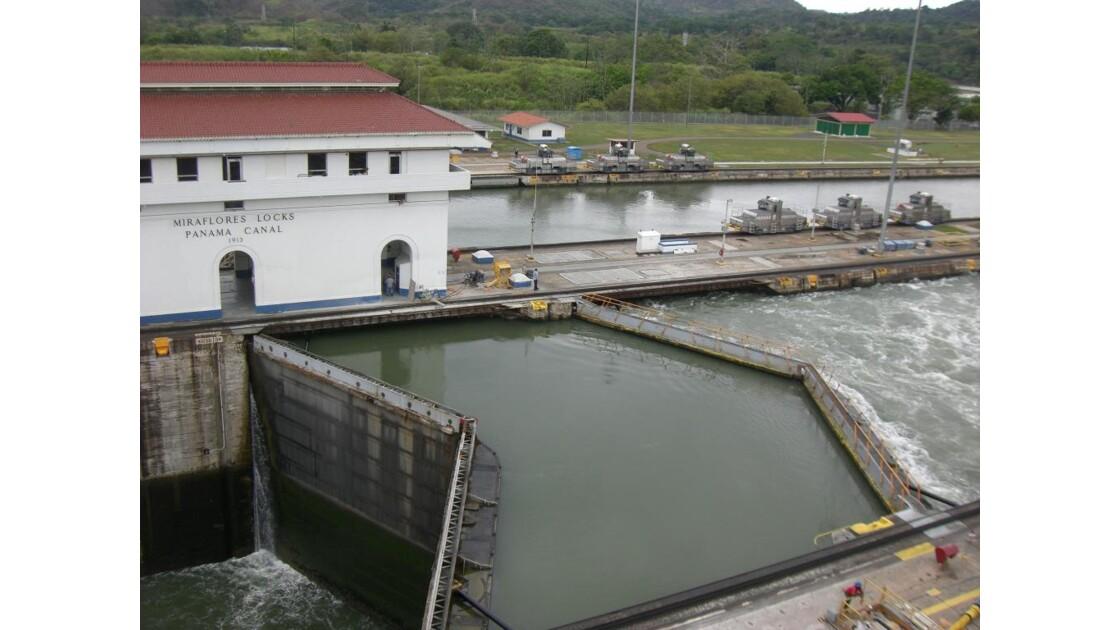 canal de panamá - écluse de Miraflores