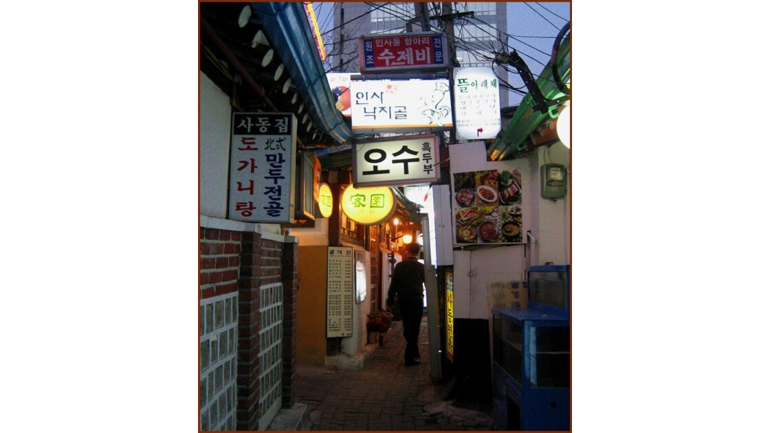 Séoul ruelle à Insa Dong.jpg