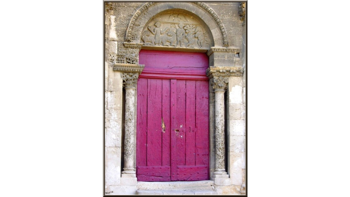 La chapelle, l'entree et le tympan