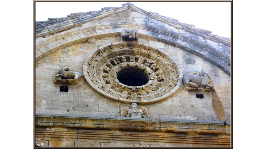 Chapelle, rosace au-dessus entrée