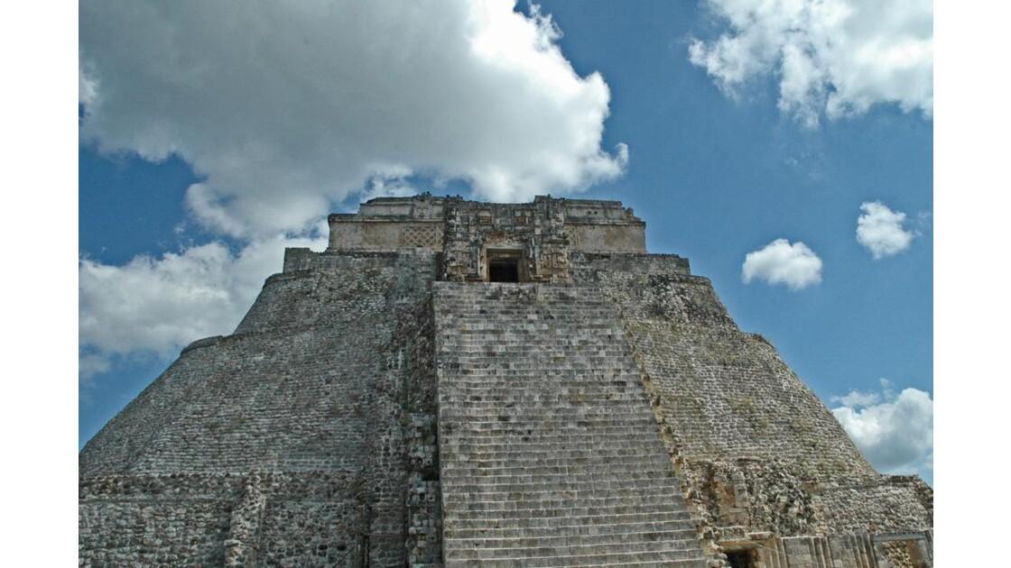 La pyramide du devin de face.