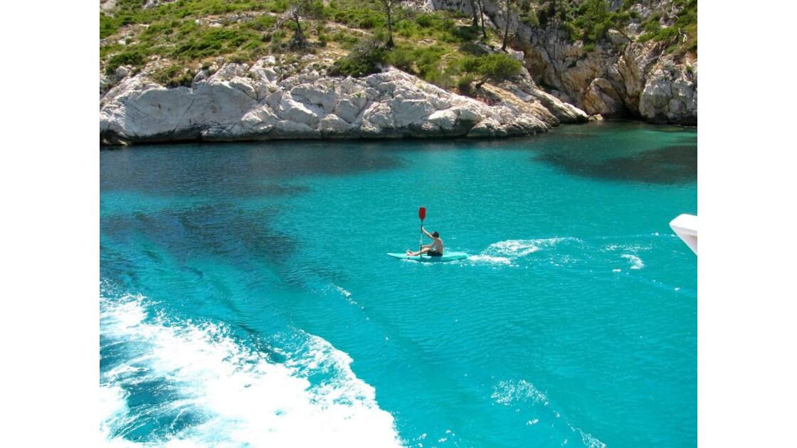 un kayakiste ds la calanque de Morgiou