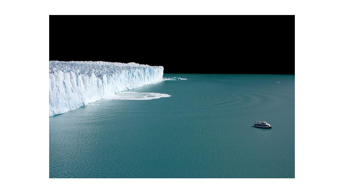 Le Bateau et le Glacier