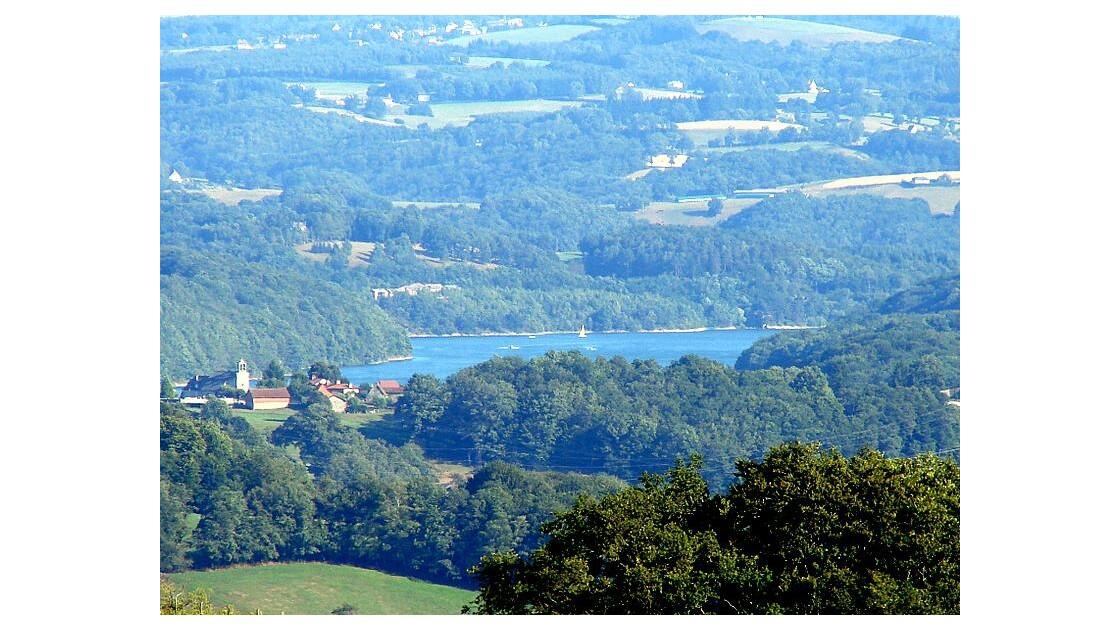 au zoom je vois un lac