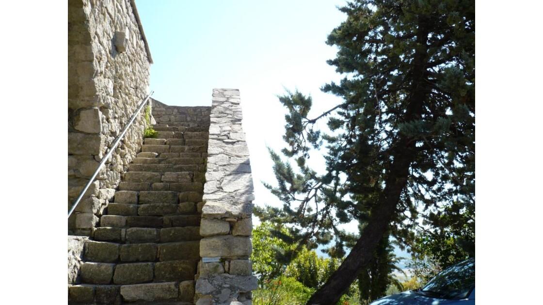 Escalier pierres à Lurs.jpg