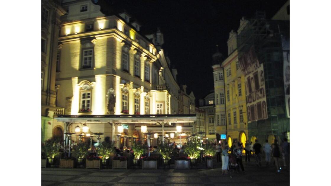 La place de la Vieille Ville de Nuit