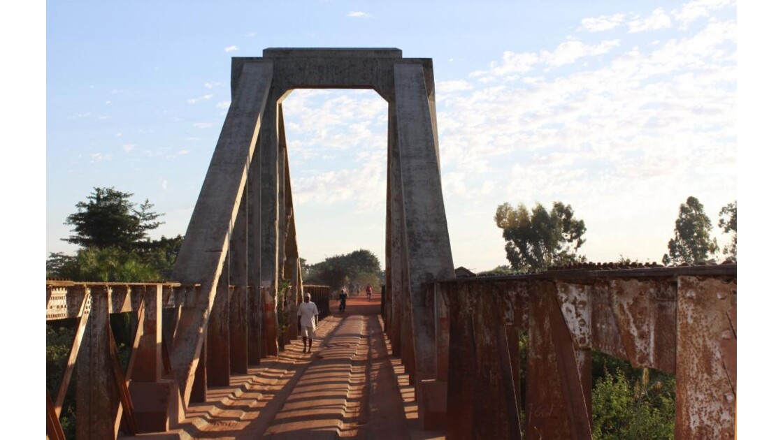 pont sur la piste Morondava-Belo