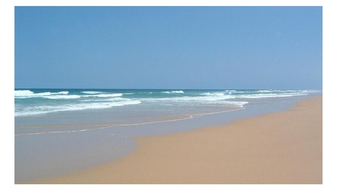 sur la plage abandonnée....jpg