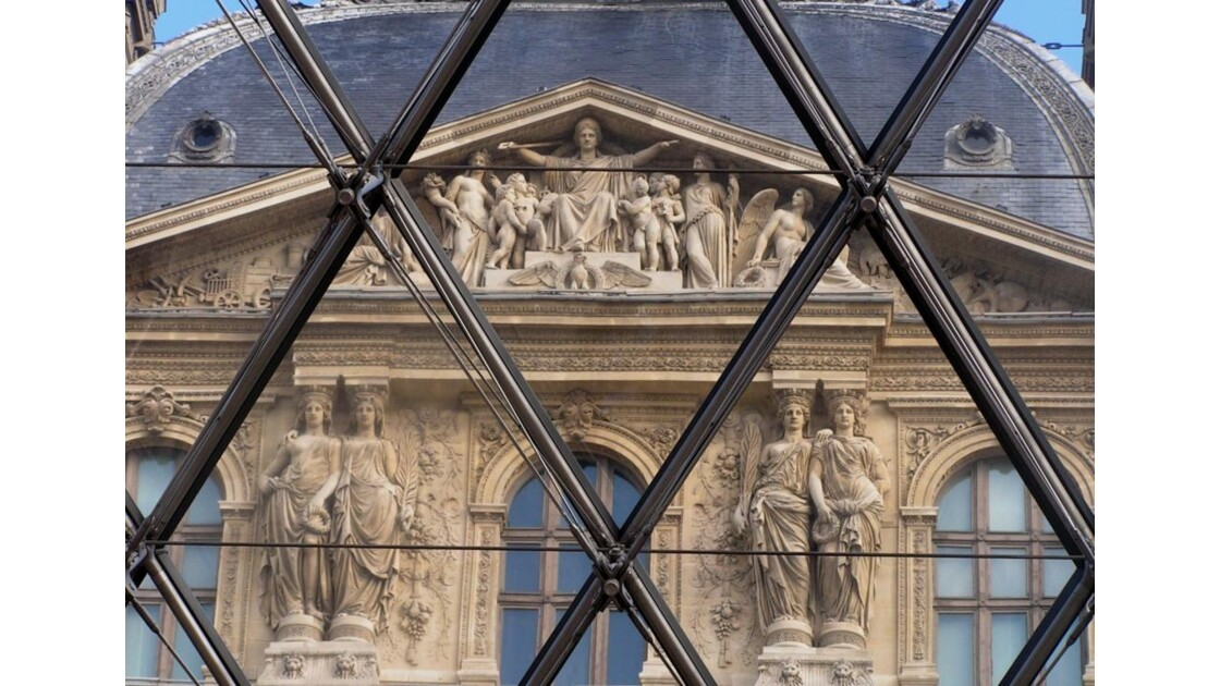 Louvre quadrillé.