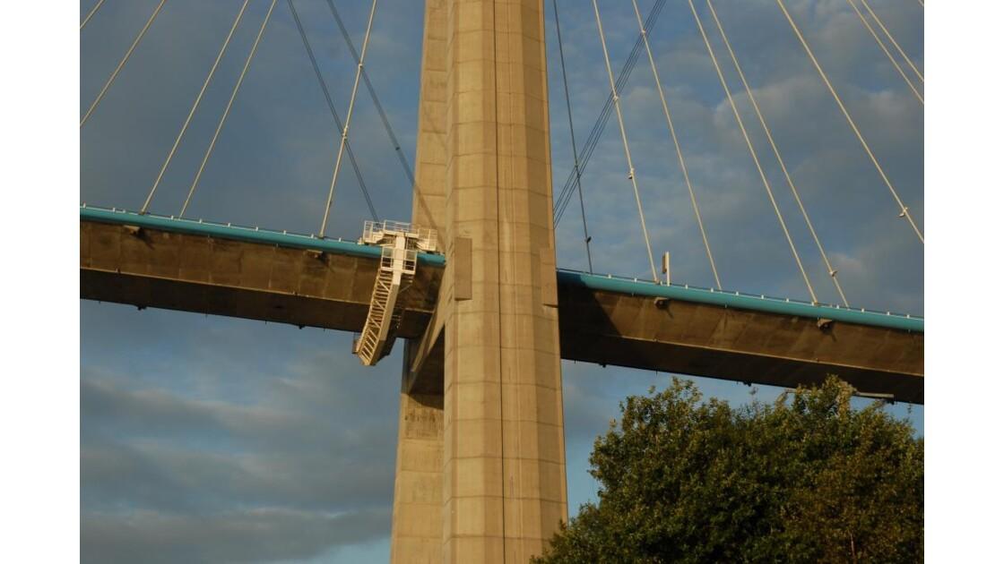 Au pied du pont