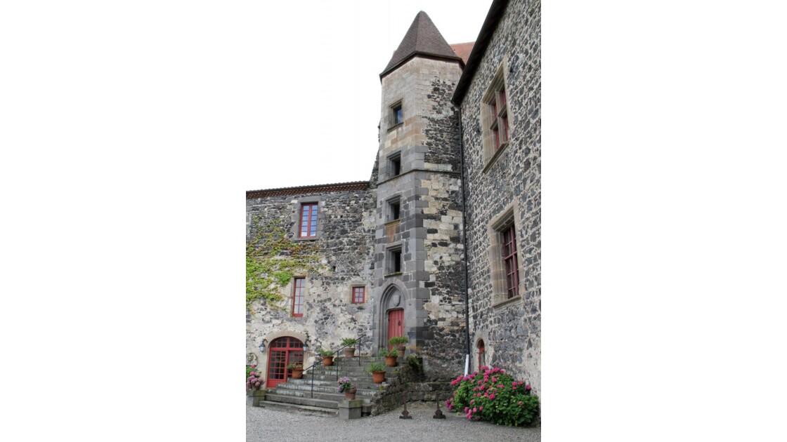 """""""Le château de Saint Saturnin ..."""""""