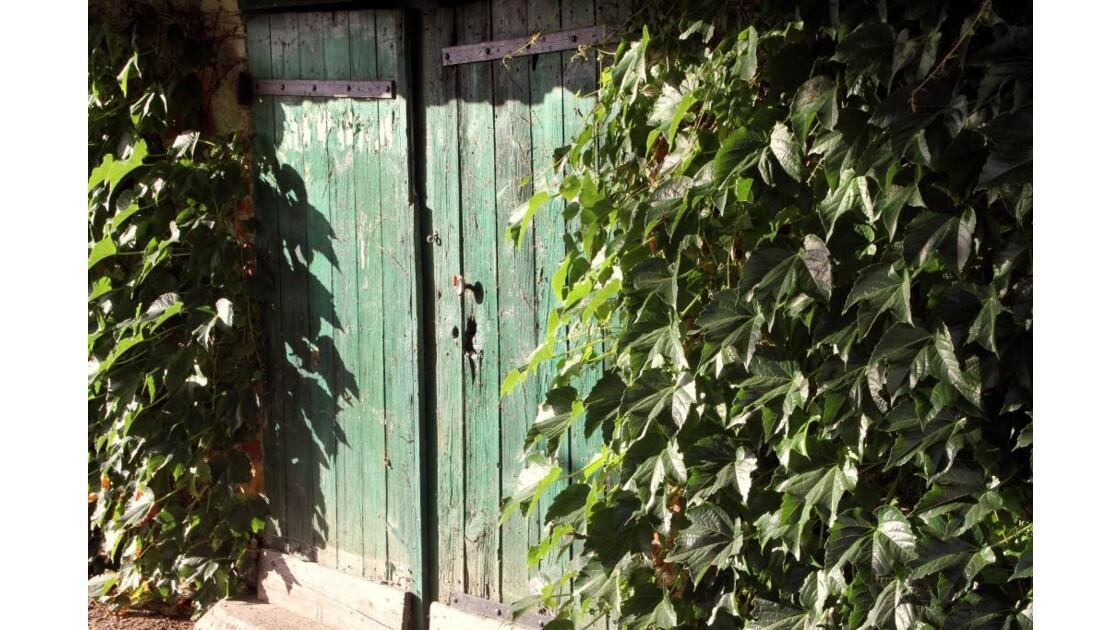 """""""Saint Saturnin : Porte dans le parc..."""
