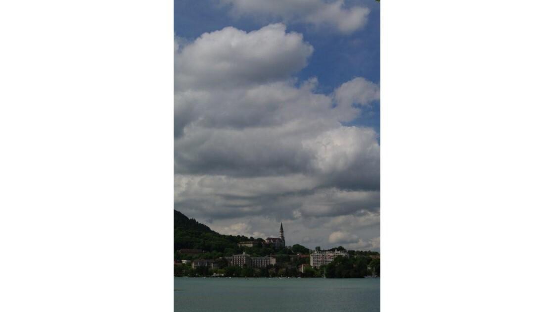 basilique de la Visitation vue du lac.