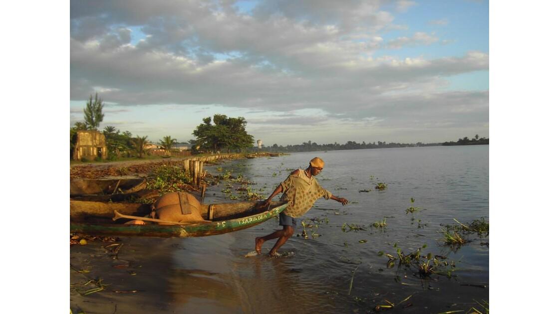 Vatomandry - Pêche dans la rivière