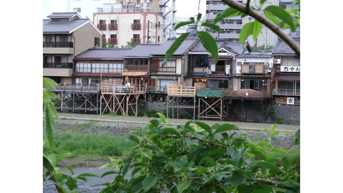 le long de la rivière kamo