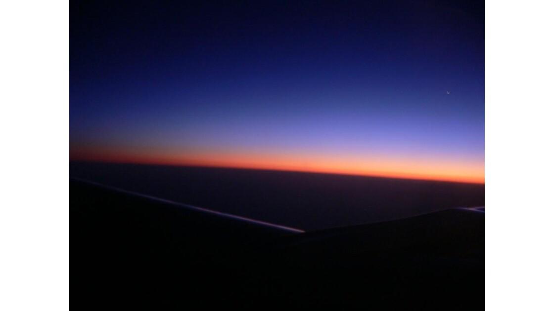 soleil couchant vu par avion.jpg