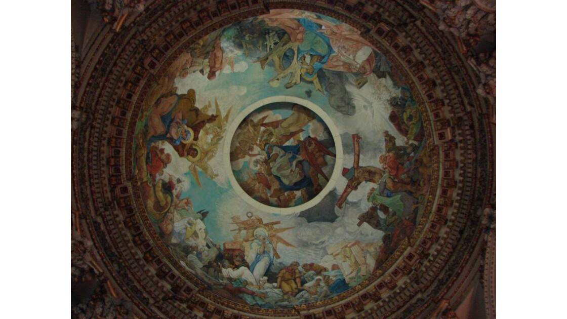 Plafond dans la cathédrale (Arras)