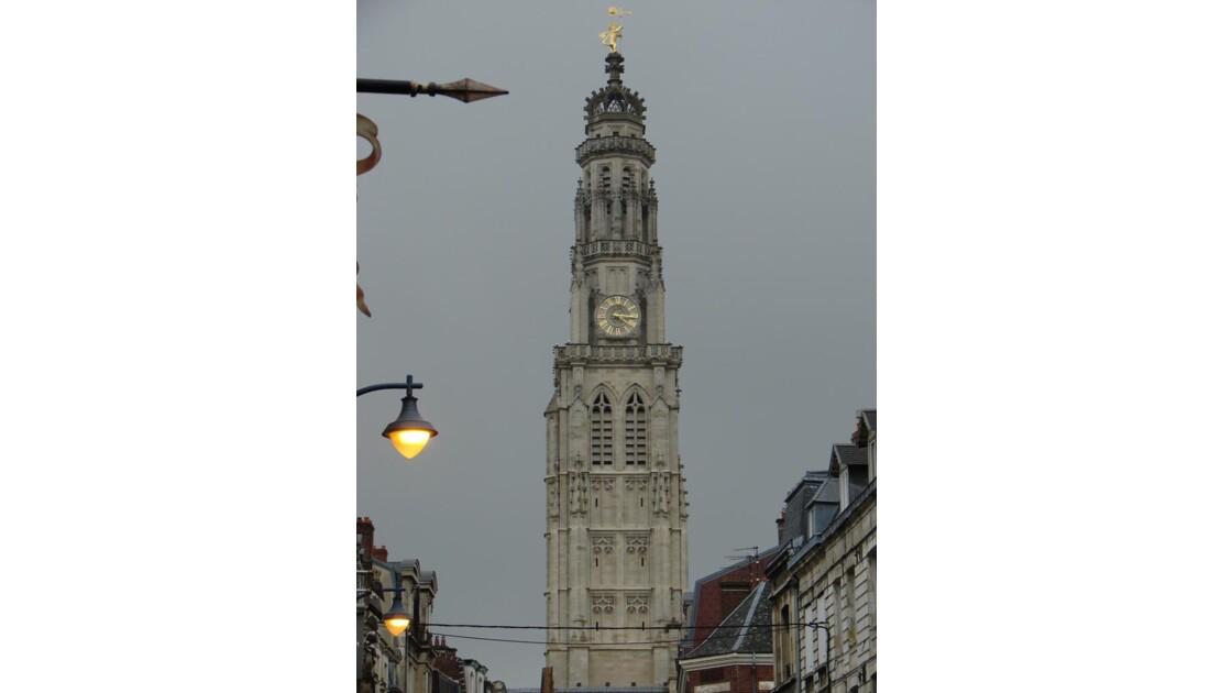 La nuit tombe sur le beffroi (Arras)