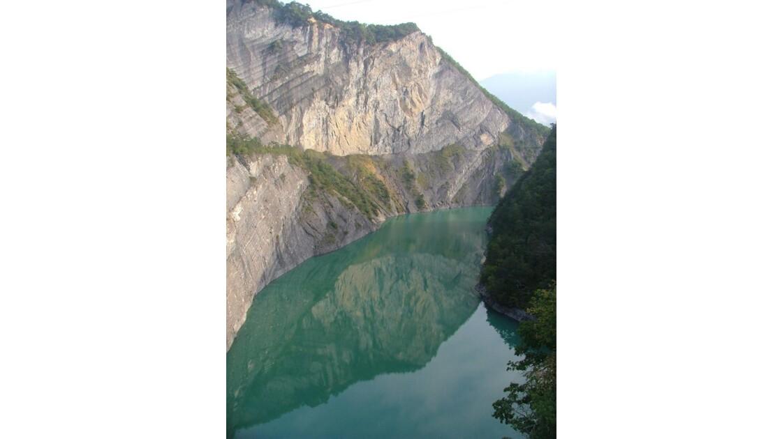 Lac de Monteynard.
