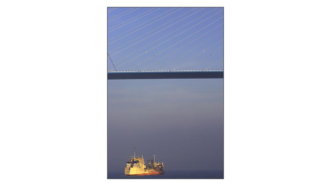 Pont_de_N_bateau_jaune_V.jpg