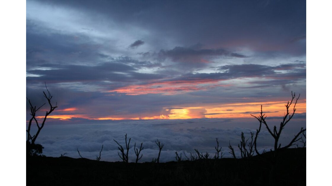fin de journée au dessus des nuages