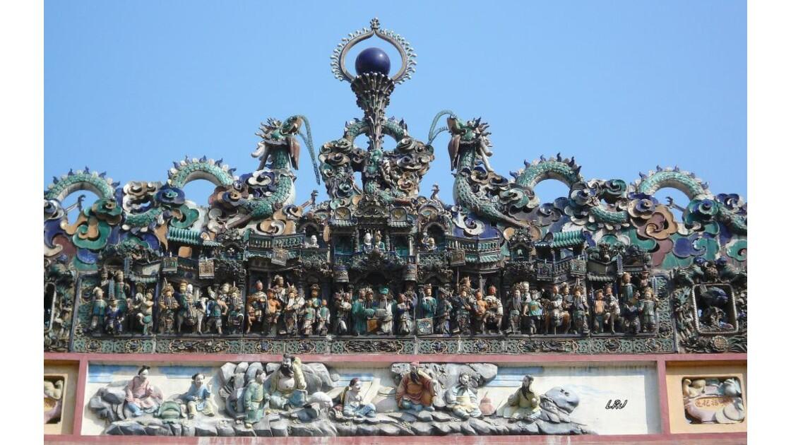 Au dessus de l'entrée du temple .