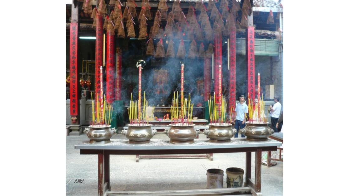 A l'intérieur du temple Thien hau.