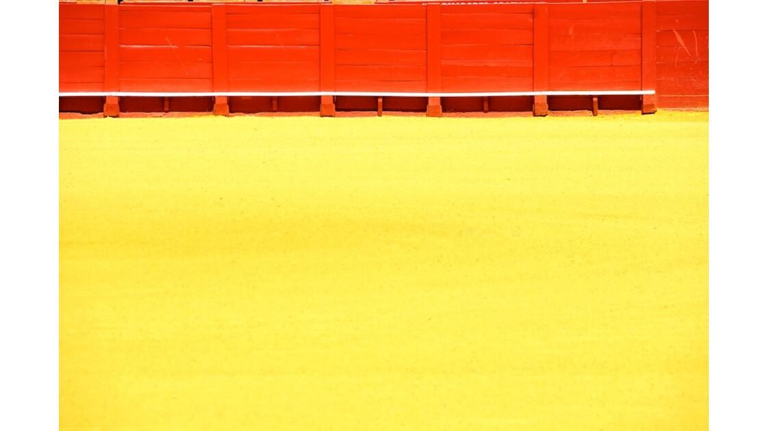 Rouge et ocre dans les arènes (Séville)
