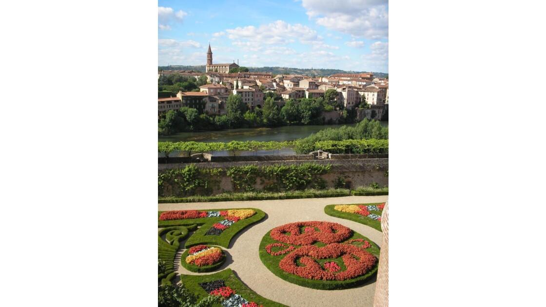 vue de la ville du jardin du château
