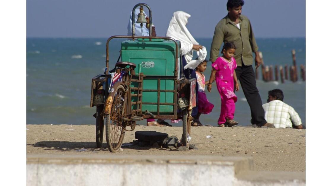 Vélo ambulant sur la plage