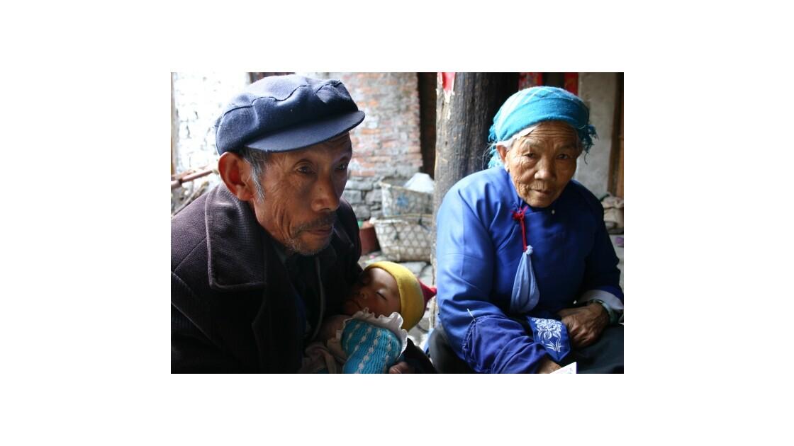 Heureux grand parents en Chine