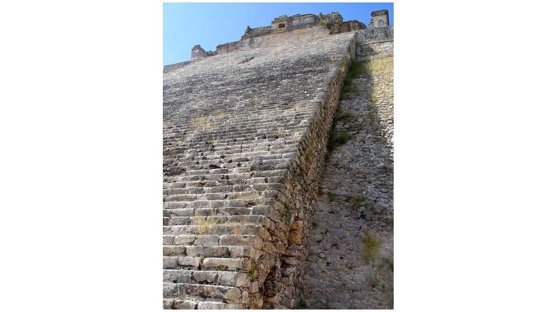 Pyramide du Devin d'Uxmal escalier