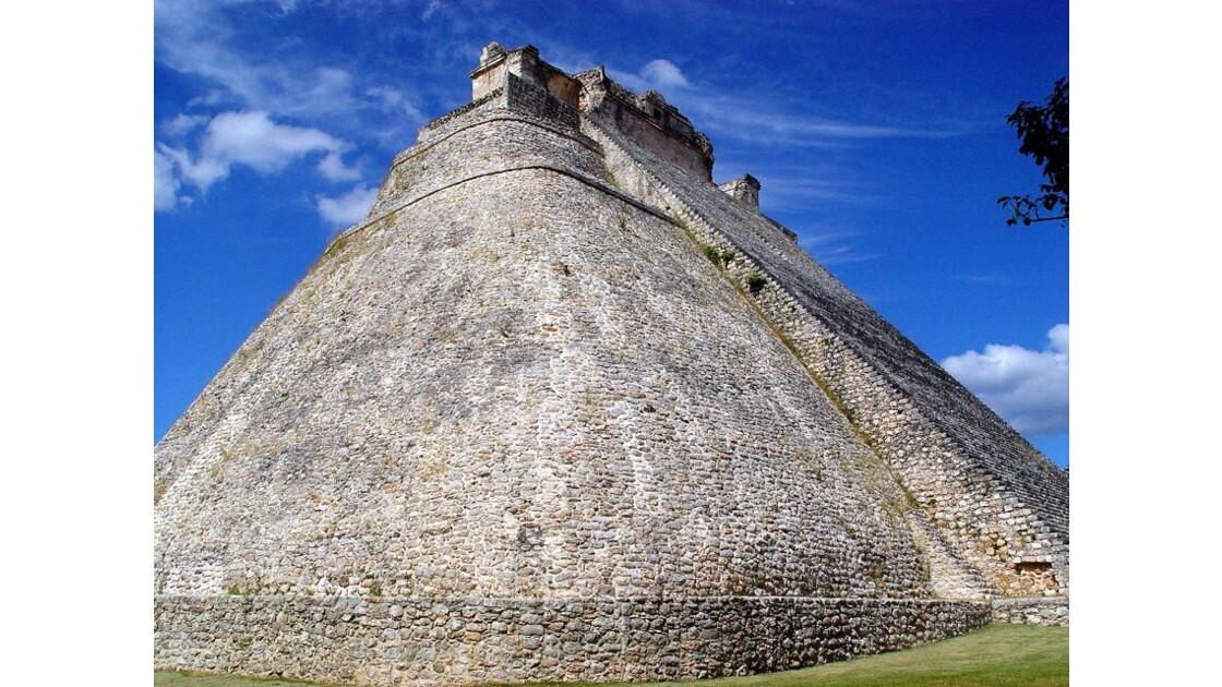 Uxmal la pyramide du Magicien( Devin)