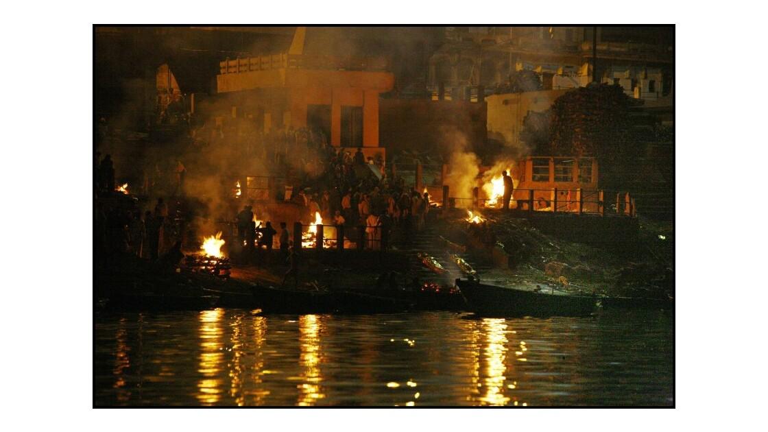 Incinérations à Varanasi  Photo 1