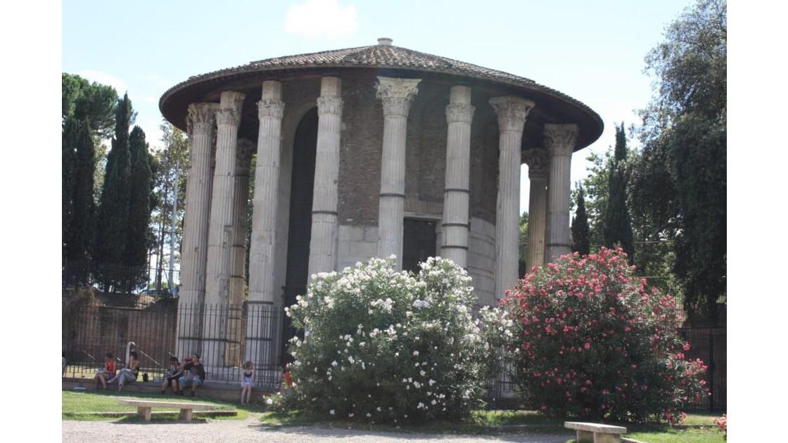 Temple rond face a Sta Maria in Cosmedi