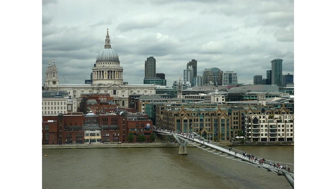 London, Millennium Bridge ...