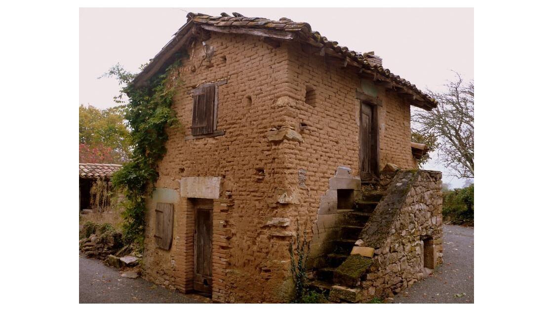 maison de briques de terre